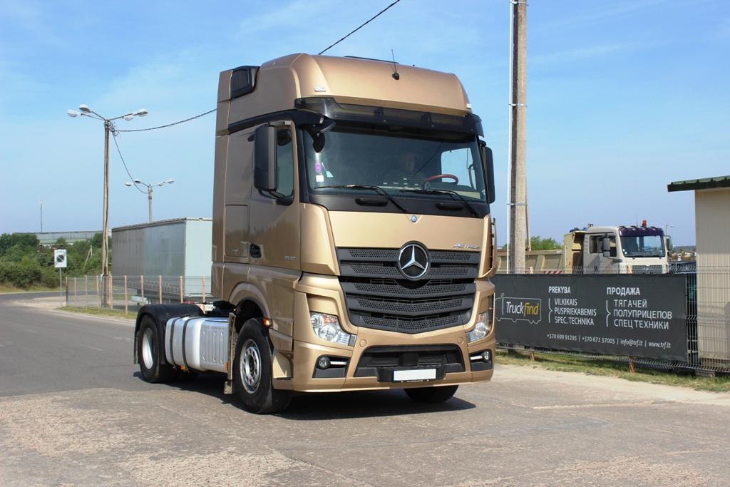 Mercedes-Benz vilkikas